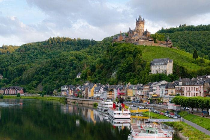 Top Things To Do in the Romantic Rhine Valley, Germany incl. German castles, towns, Rhine river cruises   Discover the most scenic attractions and hikes in Upper Middle Rhine with this Travel Guide + Map. #rhineriver #rivercruise #rhinecastle #germany