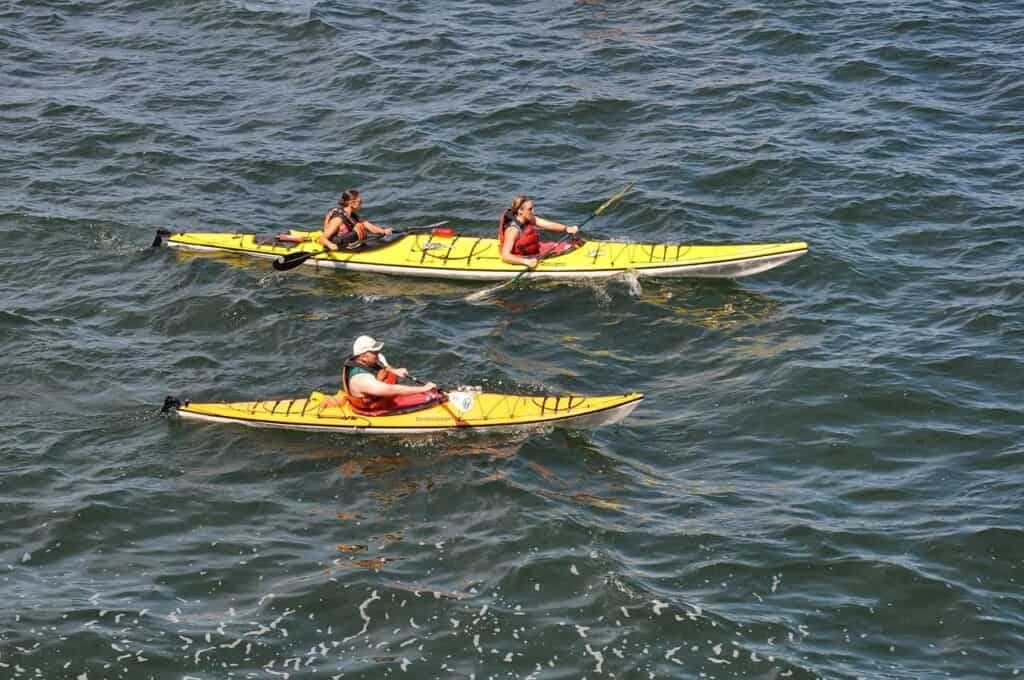 best attractions in wisconsin dells, people kayaking