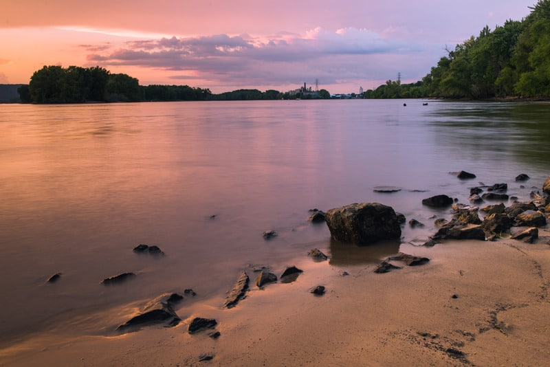 best hikes wisconsin has to offer, wisconsin river bank, a riverbank along the wisconsin River
