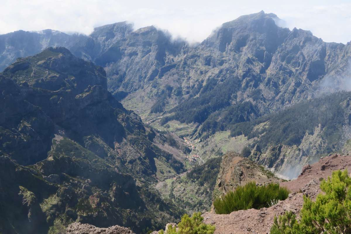 top things to do in madeira, hiking in madeira, 25 fontes, water fall, traditional huts, funchal, what to do in madeira, pico do arieiro, pico ruivo