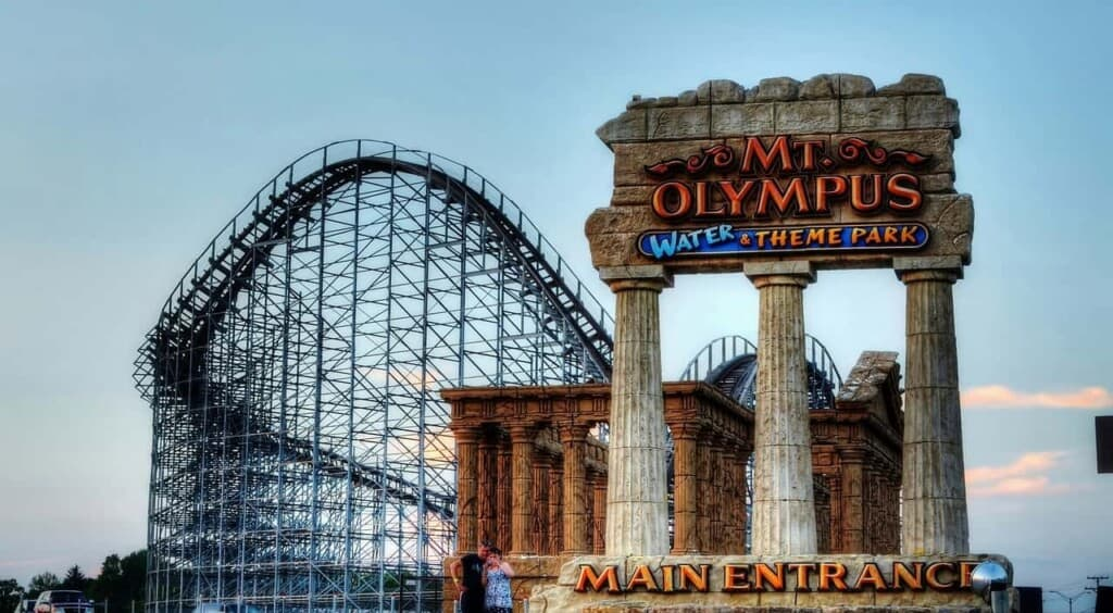 fun things to do in wisconsin dells, entrance to mt olympus water and theme park