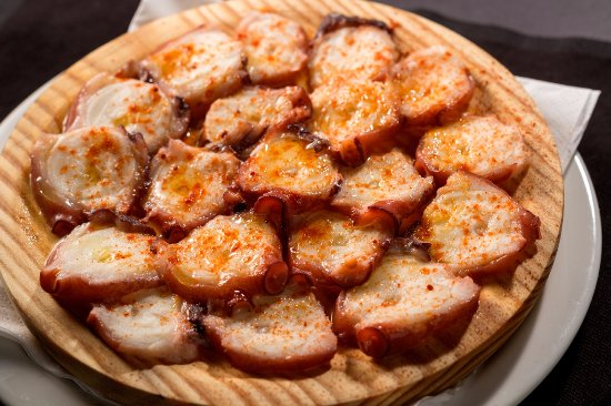 What to Traditional Dishes in Spain, Pulpo a la Gallega dish